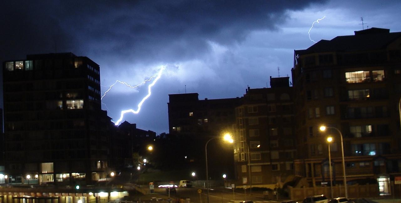 1207556588_thunder.jpg
